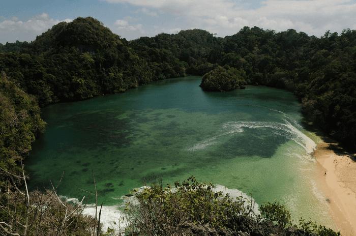 tempat wisata di malang pulau sempu